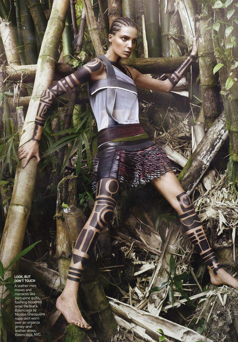Supremacy: Top 50 Models - Página 21 Daria-werbowy-by-david-sims-in-us-vogue-march-2010-the-warrior-way-03