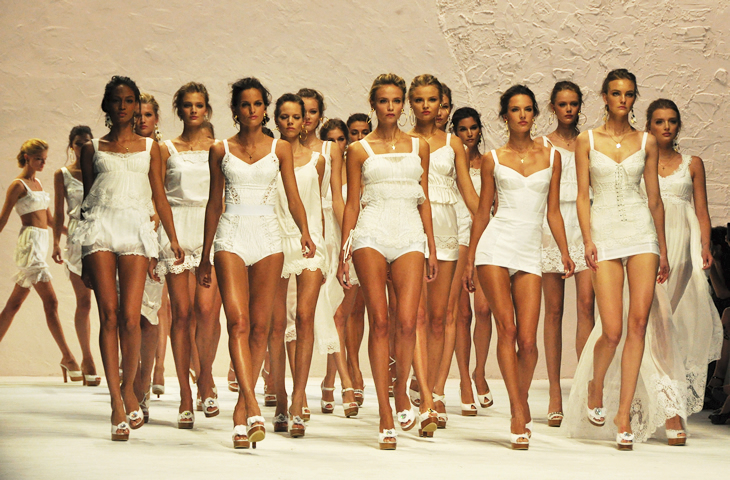 Dolce & Gabbana Spring 2011 walk through