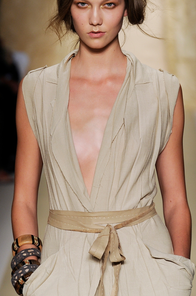 Donna Karan Spring 2011 14 close-up