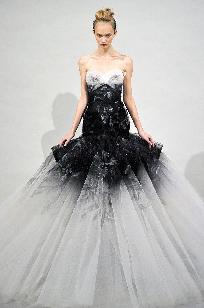 Marchesa Spring 2011   MFD - Multiple Fashion Disorder