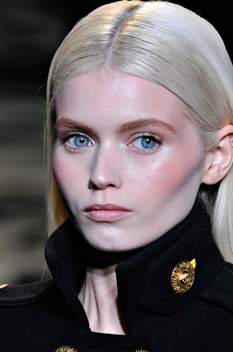 [Image: versace-fall-2011-01-abbey-lee.jpg]