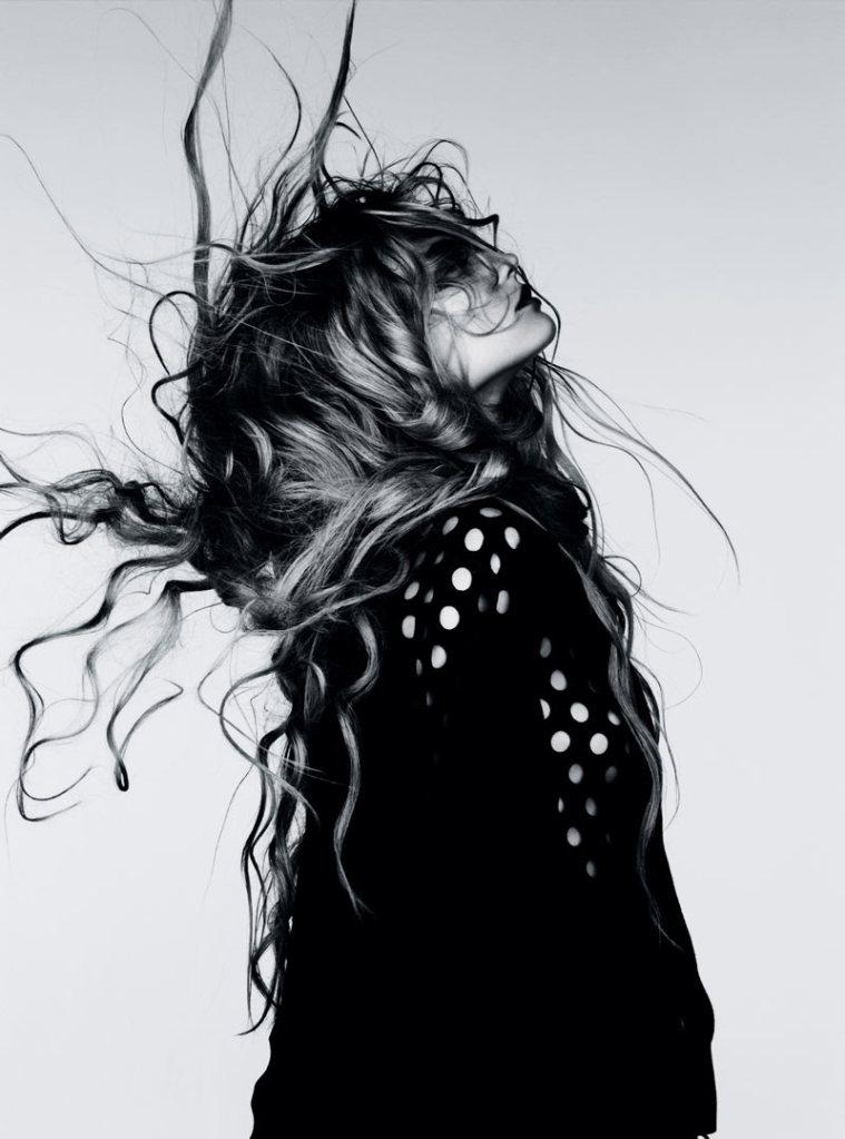 Magdalena Frackowiak by Ben Hassett for Vogue Germany January 2012, Wilde Wellen 03